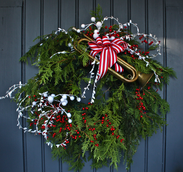 front-entrance-holiday-decor-1