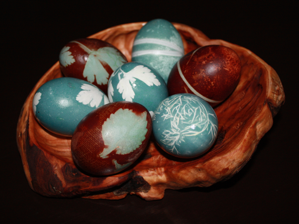cabbage-dyed-eggs-in-burl-bowl
