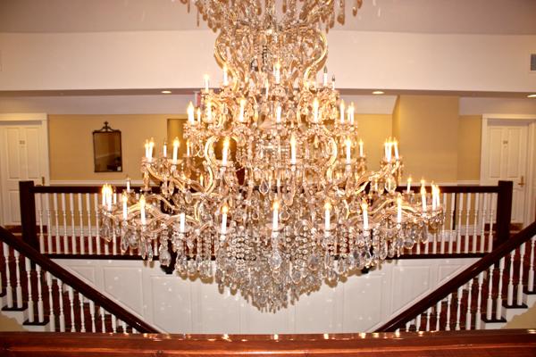 chandelier at the Riverbend Inn NOTL cynthiaweber.com