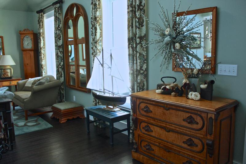 Fall home tour livingroom CynthiaWeber.com