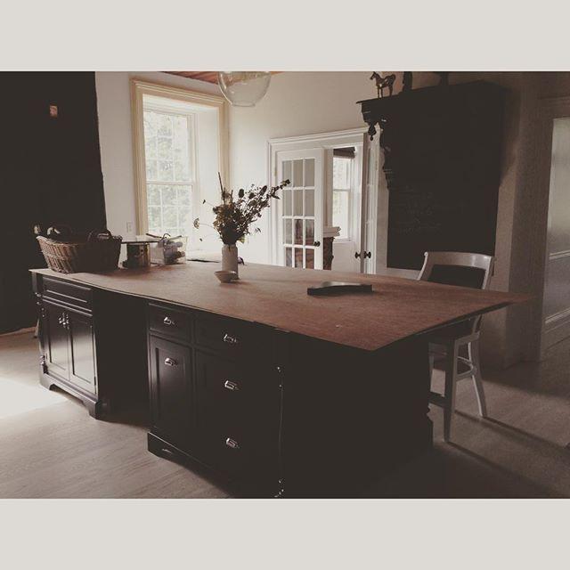 The new kitchen island being installed at BannockBurn 1878… Cynthiaweber.com